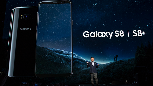 Samsung showcases Galaxy S8 with new design, cutting-edge tech, AI