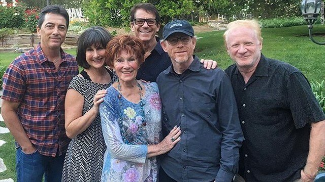 "Scott Baio, who played Chachi Arcola, the love interest of Moran's character, Joanie Cunningham on ""Happy Days,"" tweeted a group photo of castmates Ron Howard, Marion Ross, Anson Williams, Cathy Silvers and Don Most."