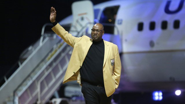 Cortez Kennedy is introduced before the inaugural Pro Football Hall of Fame Fan Fest Friday, May 2, 2014, at the International Exposition Center in Cleveland. (AP Photo/Mark Duncan)