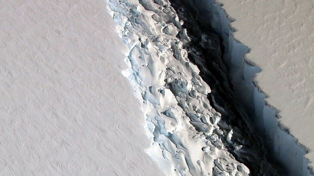 This Nov. 10, 2016 aerial photo released by NASA, shows a rift in the Antarctic Peninsula's Larsen C ice shelf. (John Sonntag/NASA via AP)