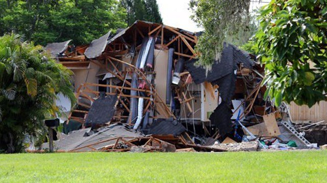 (Alessandra da Pra/Tampa Bay Times via AP). Debris is strewn about from a partially collapsed home in Land O' Lakes, Fla. on Friday, July 14, 2017.