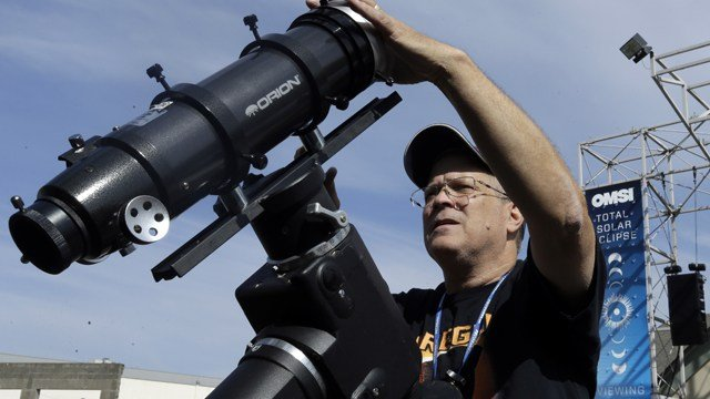 Trump celebrates solar eclipse by looking up without special viewing glasses