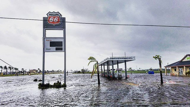 Rising waters in Houston mean rising gas prices everywhere