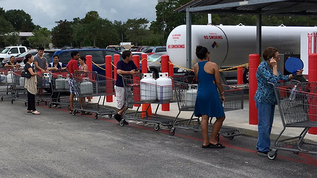 (Source: CNN) Long lines form at Costco in Florida as residents brace for Hurricane Irma.