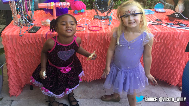 Two adorable best friends set the record straight after a group of girls told them they couldn't be sisters because of their skin color. (Credit: Victoria Williams/Twitter @Vickto_Willy)
