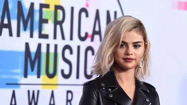 Selena Gomez arrives at the American Music Awards at the Microsoft Theater on Sunday, Nov. 19, 2017, in Los Angeles. (Photo by Jordan Strauss/Invision/AP)