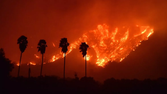 (Source: CNN) Brush fire explodes near Santa Paula, CA