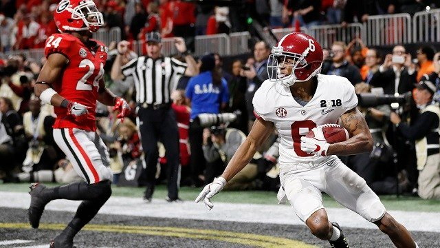 Alabama wide receiver DeVonta Smith (6) makes a touchdown catch against Georgia during overtime of the NCAA college football playoff championship game Monday, Jan. 8, 2018, in Atlanta. Alabama won 26-23. (AP Photo/David Goldman)
