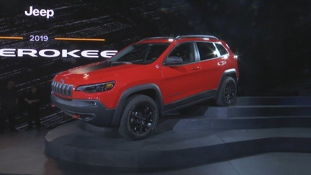 Jeep Cherokee makeover reveals prettier face, turbocharged power