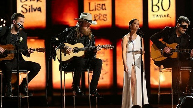 Tears In Heaven tribute at Grammys to victims of Las Vegas shooting