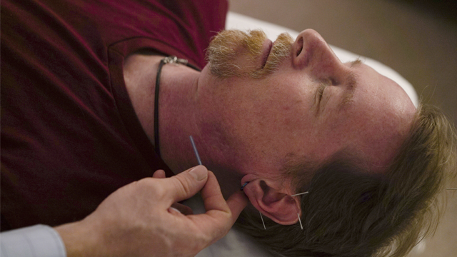 David Ramsey, a Medicaid patient who suffers from chronic pain after falling off a cliff in 2011, receives acupuncture treatment in Warrensville Heights, Ohio on November 13, 2017. (AP Photo/Dake Kang)