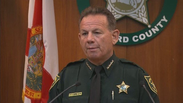 Florida sheriff: Deputies to carry rifles at schools