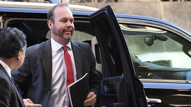 Deputy Trump campaign aide Rick Gates, center, arrives at federal court in Washington, Monday, Dec. 11, 2017. (AP Photo/Susan Walsh)
