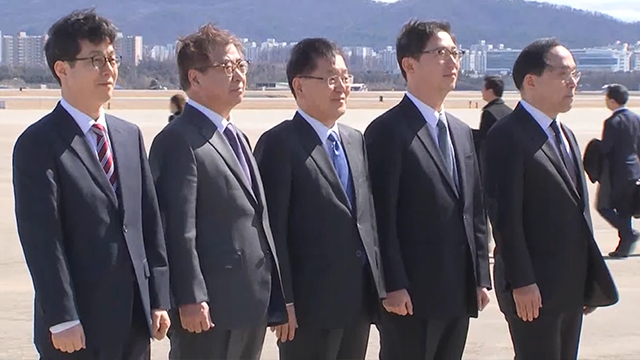 (AVN/KBS) South Korean delegation in route to North Korean talks.
