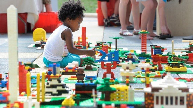 Lego Is Drowning in Bricks, and Its Sales Are Sinking Too