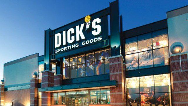 (Dick's Sporting Goods/CNNMoney)