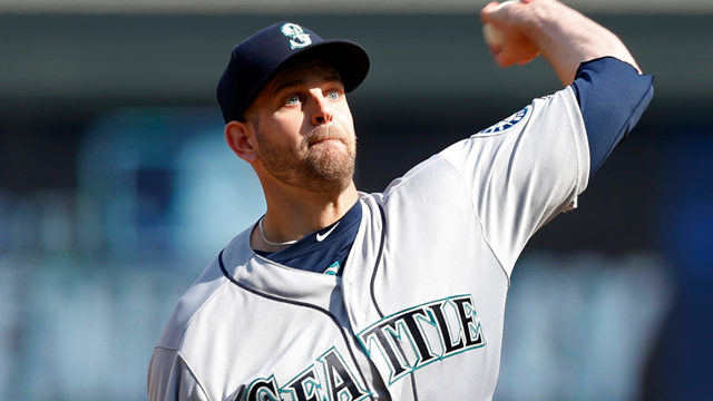 Bald Eagle lands on Mariners pitcher James Paxton during national anthem