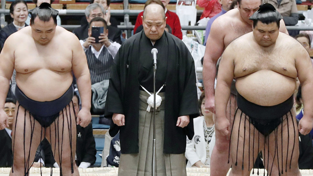Japan Sumo Association chief apologises after female medics asked to leave ring