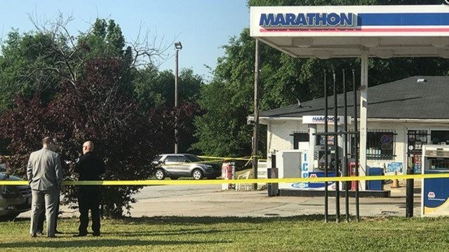 Police investigate the scene in South Carolina that left Rodney Nixon, 36, dead after he was shot by the woman he allegedly kidnapped. (Fox Carolina)