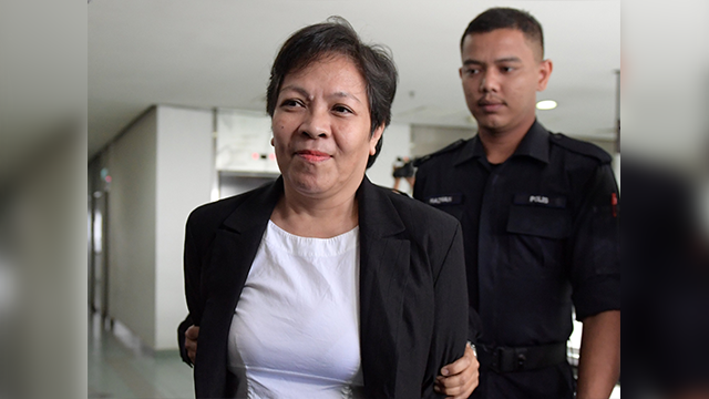 Maria Elvira Pinto Exposto (L), 54, is escorted upon her arrival at the Shah Alam High Court ahead of the verdict in her drugs conviction in Shah Alam, outside Kuala Lumpur, on December 27, 2017. (Getty Images)