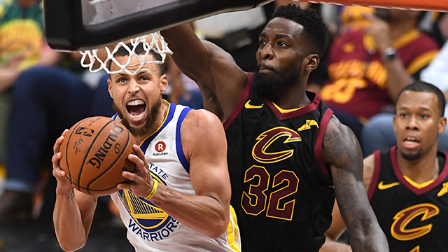 Stephen Curry #30 of the Golden State Warriors drives to the basket against Jeff Green #32 of the Cleveland Cavaliers in the second half during Game Four of the 2018 NBA Finals at Quicken Loans Arena on June 8, 2018 in Cleveland, Ohio. (Getty Images)