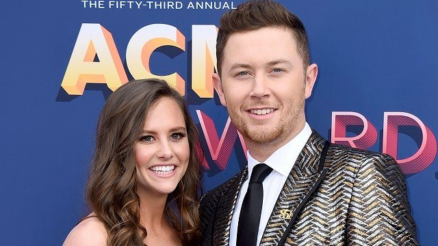 Gabi Dugal, left, and Scotty McCreery arrive at the 53rd annual Academy of Country Music Awards at the MGM Grand Garden Arena on Sunday, April 15, 2018, in Las Vegas. (Photo by Jordan Strauss/Invision/AP)
