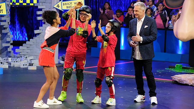 "Nickelodeon is joining with HQ Trivia to celebrate the ""Double Dare"" reboot. A 1990s-themed trivia game will pair the Nickelodeon show's original host, Marc Summers, with HQ host Scott Rogowsky. (Trae Patton/Nickelodeon via AP)"