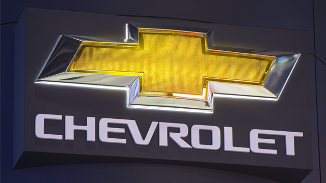 The Chevrolet logo is seen during the 2017 North American International Auto Show in Detroit, Michigan, January 10, 2017. / AFP PHOTO / SAUL LOEB (Photo credit should read SAUL LOEB/AFP/Getty Images)