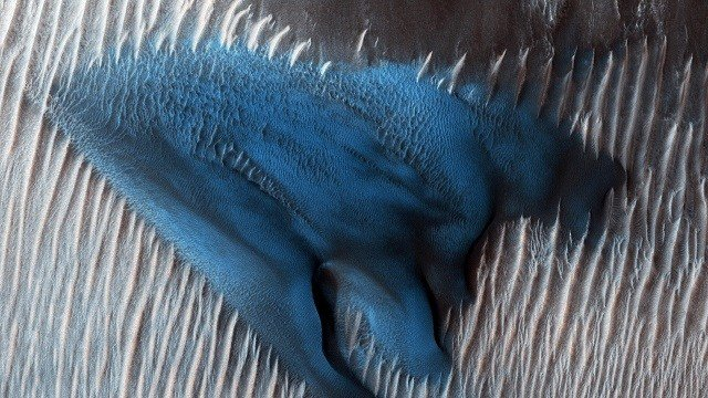 A large streak of 'blue' was found on the Red Planet