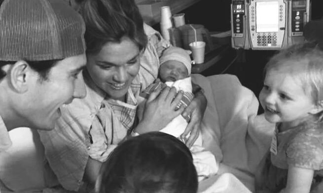 Lindsay Crosby is seen with her husband and children after giving birth to a baby boy. (Crosby Family, GoFundMe)