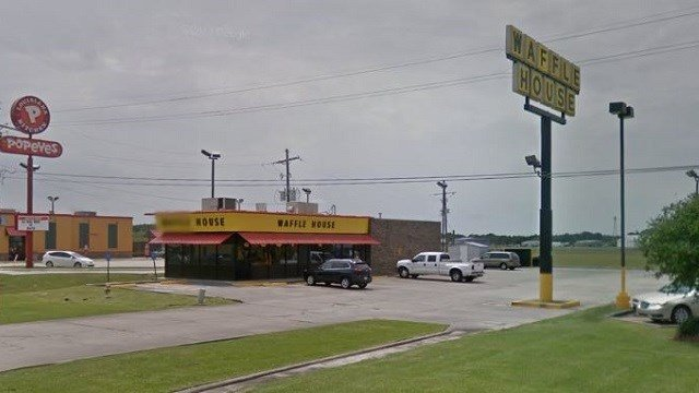 This photo shows the Waffle House in Jennings, Louisiana where police officers were allegedly refused service. (Google Maps)