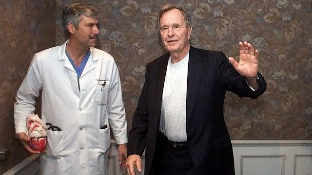 Former President George H.W. Bush, right, with Dr. Mark Hausknecht after a news conference at Houston Methodist Hospital in 2000. (David J. Phillip/AP via CNN Wire)