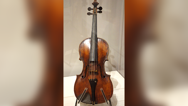 (File photo of a Ferdinand Gagliano violin by Daderot [CC0], from Wikimedia Commons)