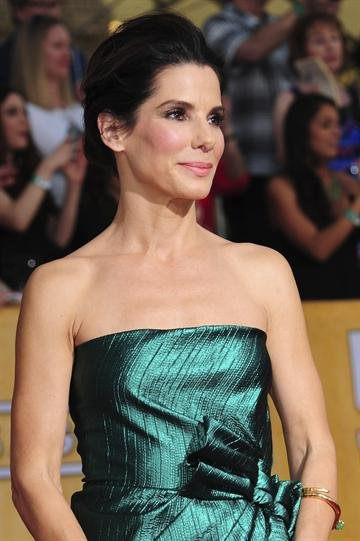 Actress Sandra Bullock poses on the red carpet at the Screen Actors Guild (SAG) Awards in Los Angeles, California on Saturday, January 18, 2014. (Source: AP Photo)