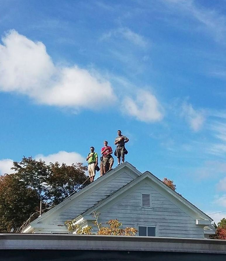 roofers set hammers aside to stand for national anthem in viral