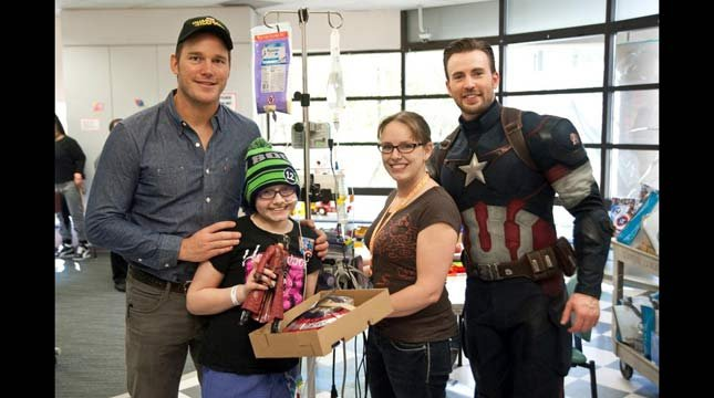 Chris evans chris pratt meet true superheroes in hospital visit photo credit seattle childrens hospital m4hsunfo