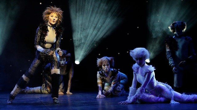 """Performers in cat costumes dance during a press presentation to promote the musical """"Cats"""" in Paris, France, Monday, April 27, 2015. (AP Photo/Christophe Ena)"""